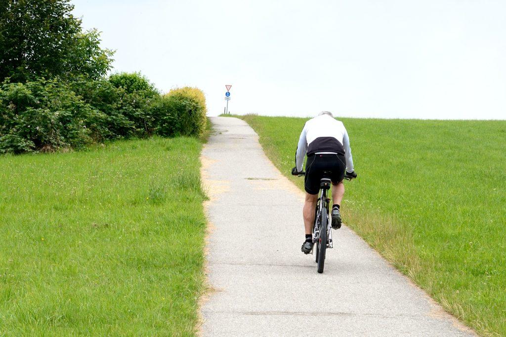 Interval fietsen op een heuvel