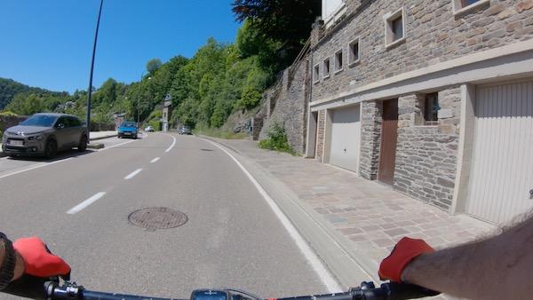 Parking langs de weg in La Roche